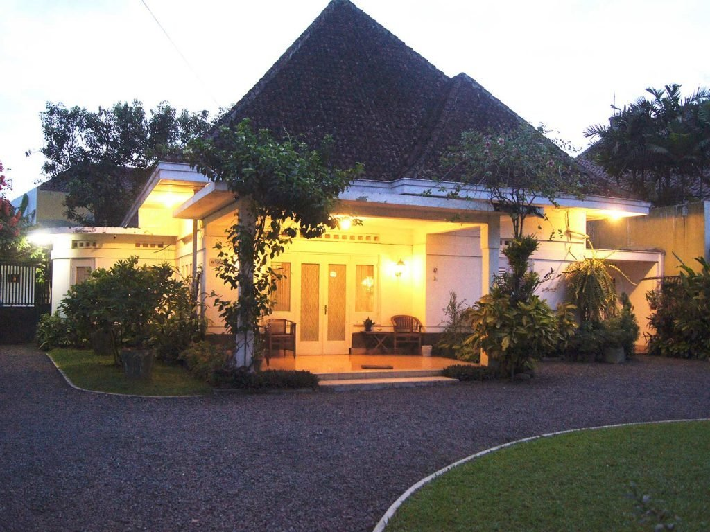 Malang, Rumah Putih / The White House | Rama Tours