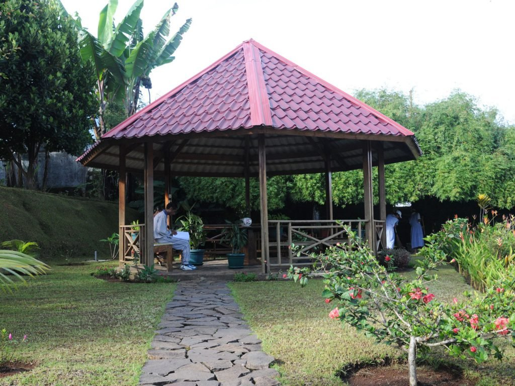 Flores, Ruteng, Santa Maria Berduka Cita | Rama Tours