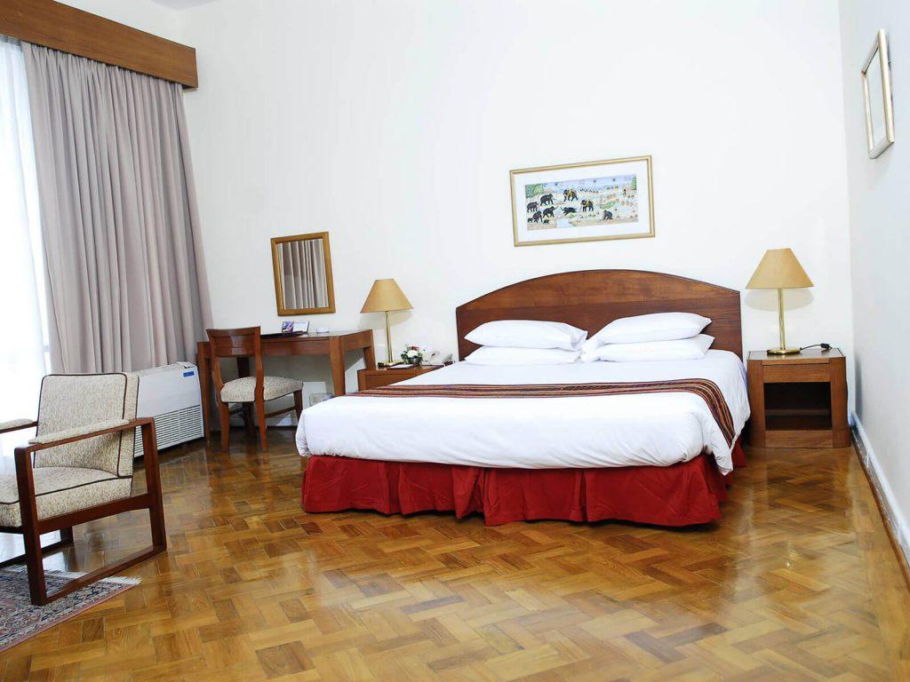 Yangon, Inya Lake hotel | Rama Tours