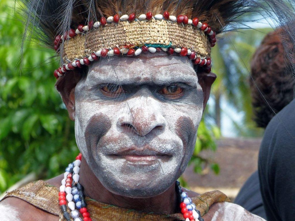 Asmat stammen in Agats | Rama Tours