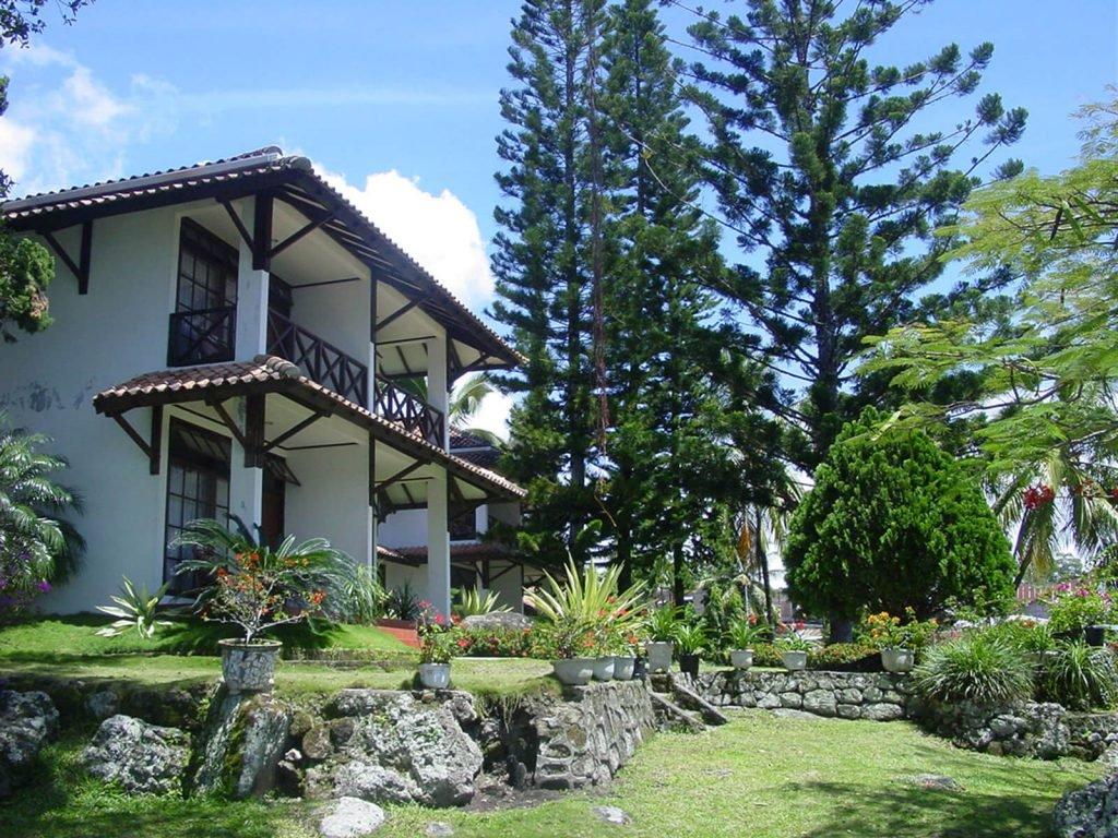 Samosir, Silintong hotel | Rama Tours