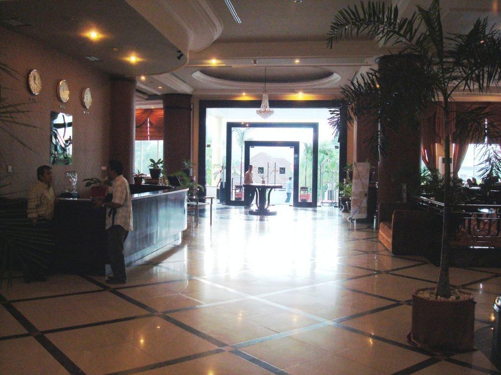 Gorontalo, Grand Q hotel | Rama Tours