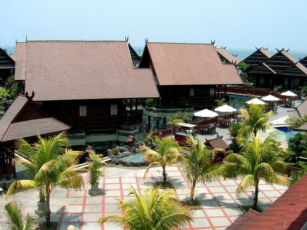 Makassar, Pantai Gapura hotel | Rama Tours