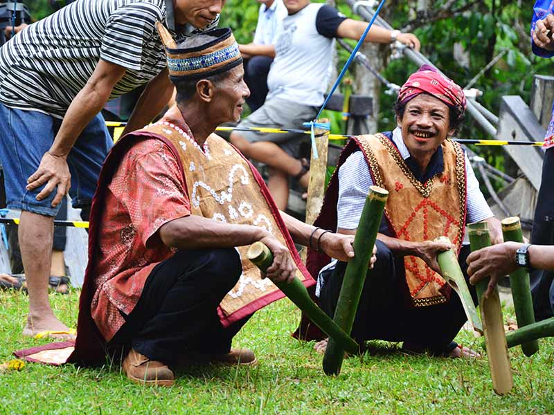 dayaks ontmoeting rondreis kaliamantan rama tours holland