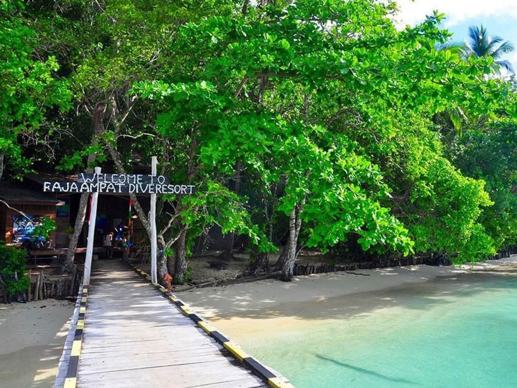 Raja Ampat, Raja Ampat Dive Resort | Rama Tours